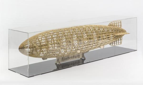 Graf Hindenburg, Zeppelin-Standmodell mit Vitrine, 600mm