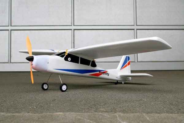 Höhen- & Seiten- leitwerk mit Ruder für Selbstbauflieger & die arkai Cessna